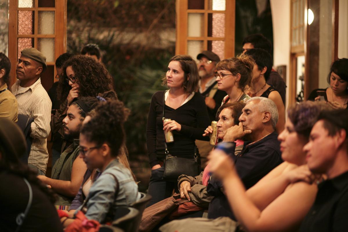 Conversación, Lectura y Presentación – La Luchita Continua